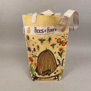 Indkøbsnet med motiv af bikube og bier